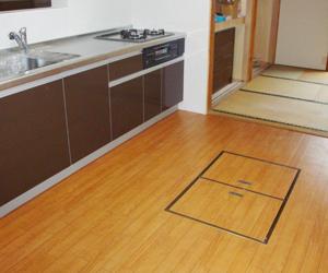 冬に裸足でも快適な1階のキッチンフロア